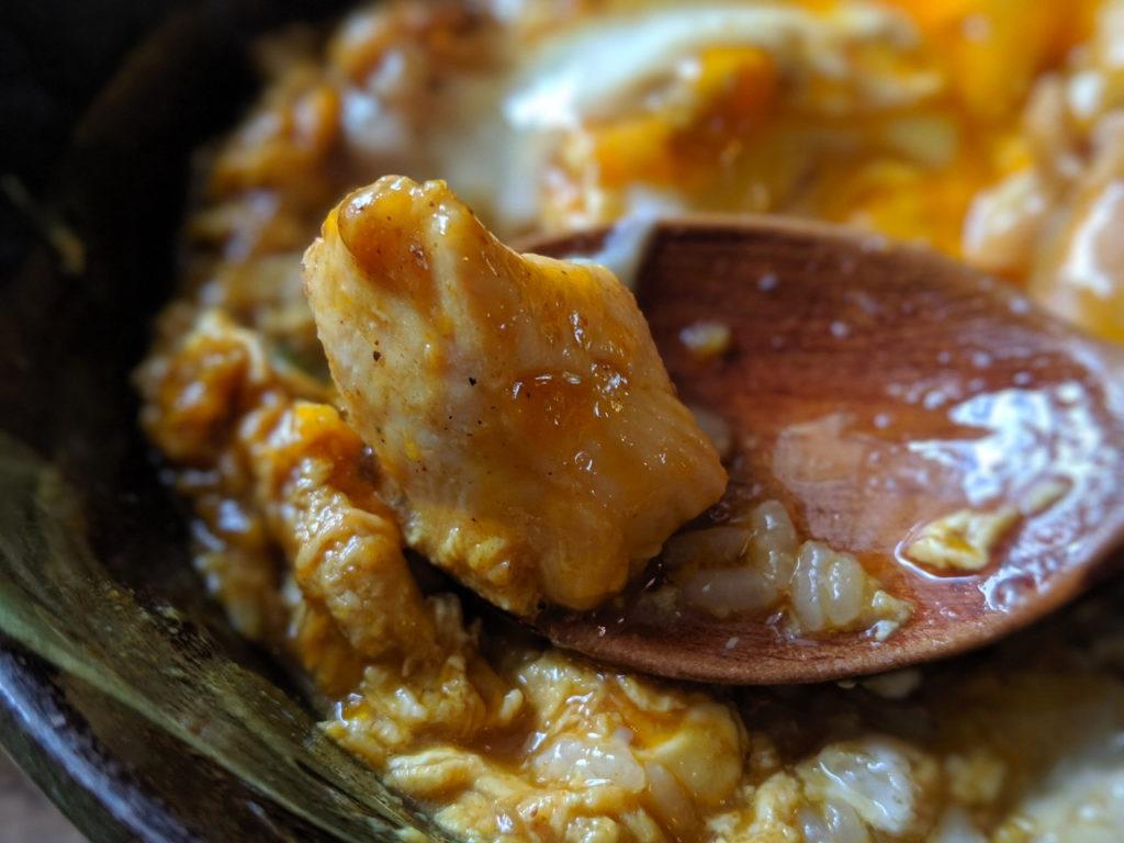 京のふわとろカレー親子丼のチキン