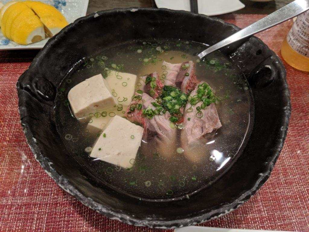 白身魚と島どーふの酒蒸し魚醤風味(800円~)