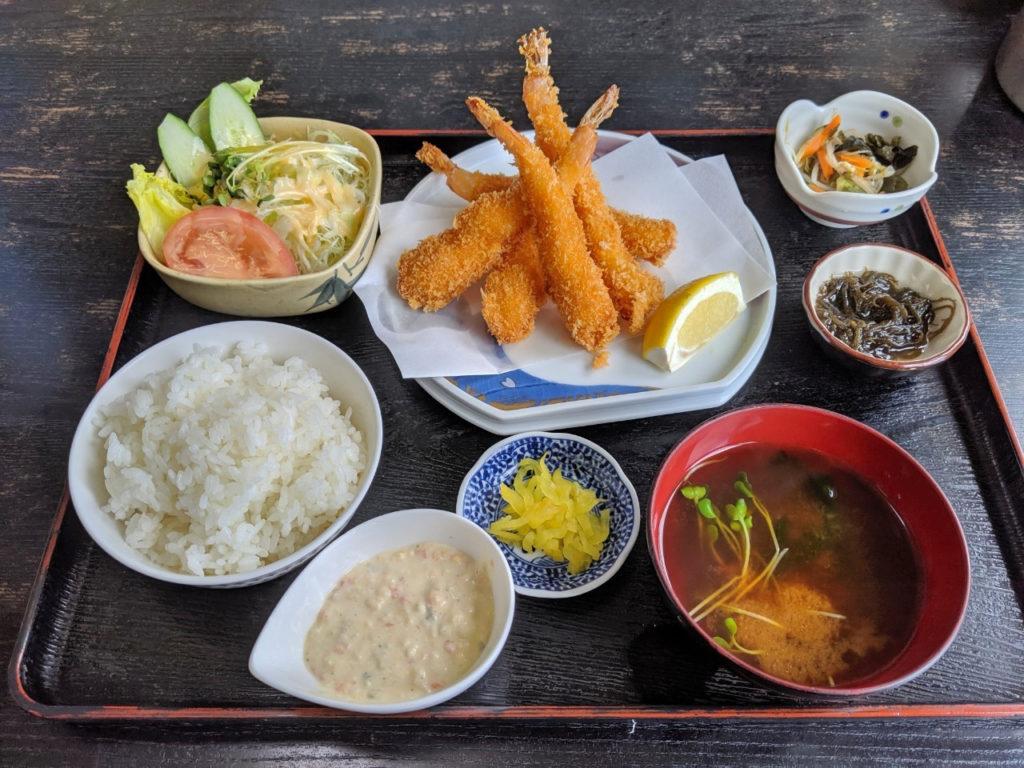 エビフライ定食(1,260円 税込)