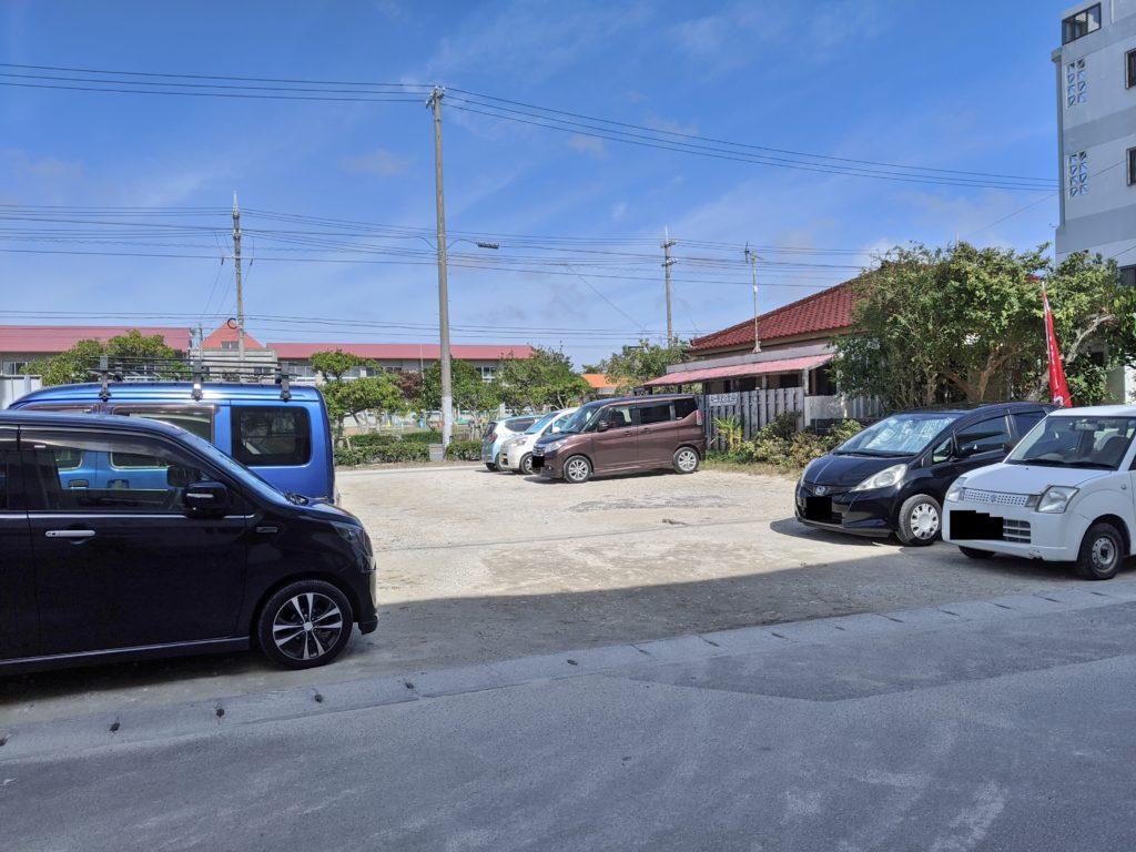 店舗横駐車場