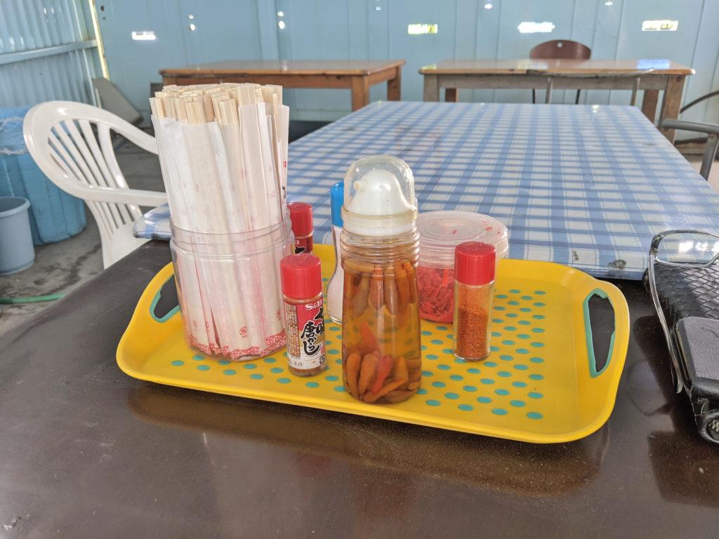 テーブルの調味料